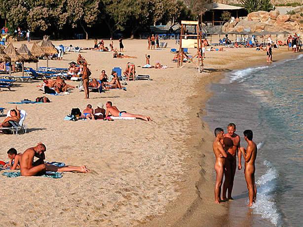 Элья /Elia: Большой пляж, смешанная публика: натуралы и геи. . Три рестора